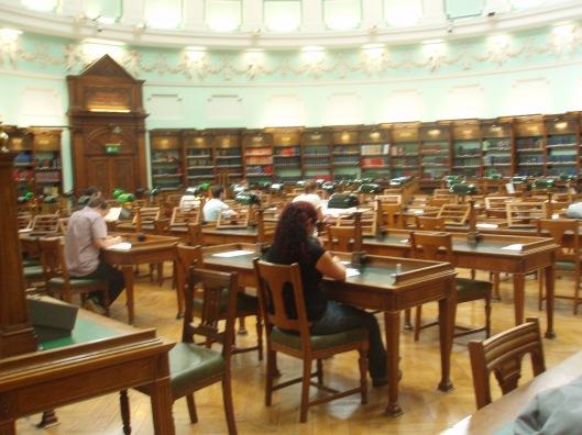 Interieurfoto van lees zaal in de nationale Bibliotheek van Ierland