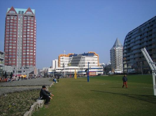 Midden: openbare bibliotheek Rotterdam