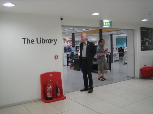 Hans Krol in Canterbury public library, Kent, 4 juni 2015