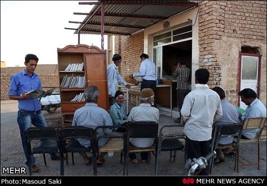 Bakkerij en bibliotheek bij elkaar in een wijk van Ahmedabad, India (Elahe Amani)