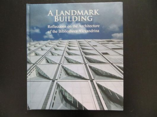 Vooromslag boek: A landmark building; reflections on the architecture