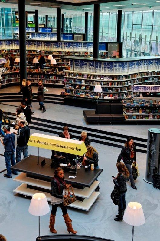 Interieurfoto bibliotheek Almere (Relinde Kristel)