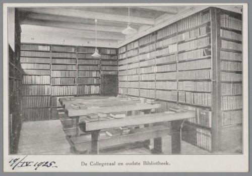 'Collegezaal' en bibliotheek van het Oud-Katholiek Seminarie in Amersfoort op een foto uit 1925