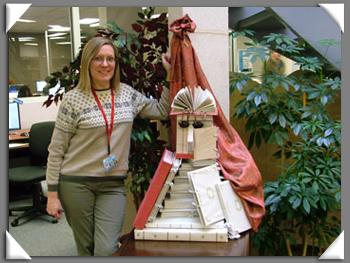 In het kader van de 'Freedom to Read Book', februari 2011, vervaardigde Wanda Buwold van het Grande Prairie Regional College in Canada deze sculptuur van de bibliothecaris naar Arcimboldo.
