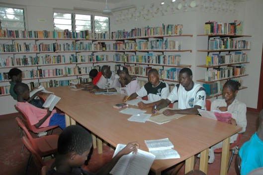De bibliotheek in Banjul, Gambia (foto Pieter Goedhart)