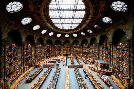 Leeszaal van de Richelieu-Louvois bibliotheek, deel uitmakend van de Nationale Bibliotheek van Frankrijk in het centrum van Parijs