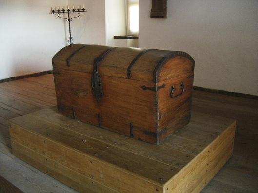 een 'onechte  boekenkist van Hugo de Groot in kasteel Loevestein