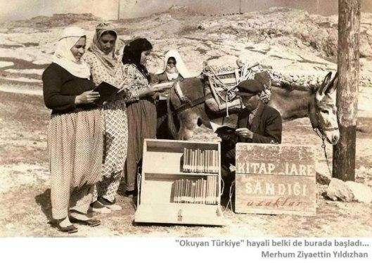 De voormalige ezelsbibliotheek met boekenkisten in Capadocië