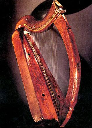 Brian Boru harp, de oudste nog bestaande Ierse harp uit de 14e eeuw en permanent tentoongesteld in de Trinity College Library