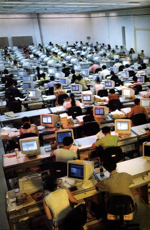 De 'bibliografische' zaal van de Nationale Bibliotheek in Beijing is in enkele jaren veranderd in een computerzaal.