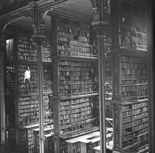 Cincinnati and Hamilton County Library. Oude hoofdbibliotheek uit 1874 met 200.000 boeken
