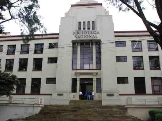 Voorgevel Biblioteca Nacional, sinds jaren 30 gevestigd in een Art Deco gebouw in de hoofdstad Bogota.