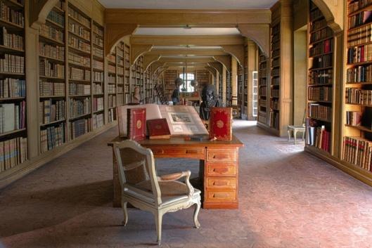 EXIT. De prachtige kasteelbibliotheek Dampierre met vele unica en rariora, opgebouwd door de graven De Luynes, is in 2013 bij Sotheby's geveild.