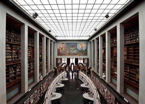 Interieur van Deichmanske Bibliotheek Oslo
