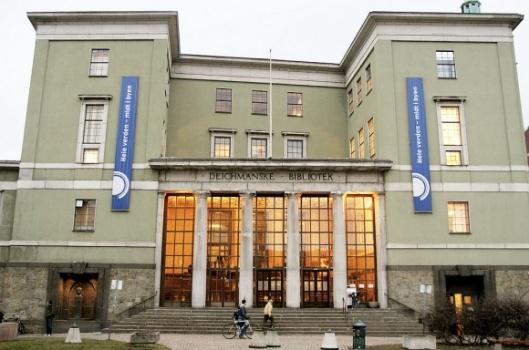 Vooraanzicht van Deichmanske Bibliotek = Nationale Bibliotheek van Noorwegen in Oslo