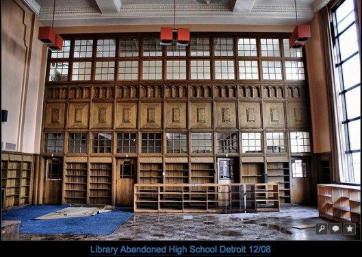 Vergane glorie van een gesloten school met bibliotheek in autostad Detroit (Chantel Jallais-Perrissol)