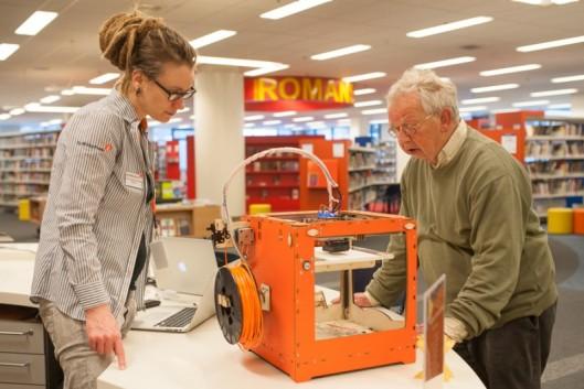 In het digilab op de eerste etage van de Bibliotheek Tilburg Centraal kan men vrij experimenteren met nieuwe media. In de bibliotheek is - in openbare bibliotheken van de Verenigde Staten al gemeengoed - een 3D-printer geinstalleerd, in samenwerking met Fablab 013, Maediamarkt en Itrack.
