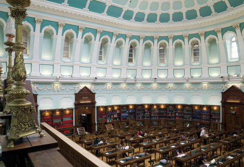 Leeszaal van Nationale Bibliotheek Ierland in Dublin