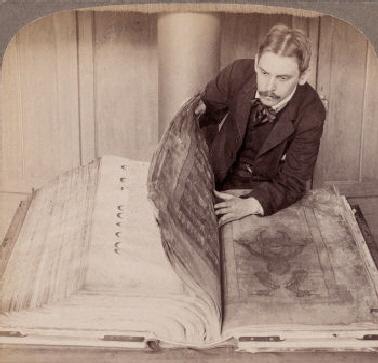 Oude foto met afbeelding van de Codex Gigas ook wel Duivelsbijbel genoemd