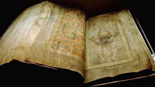 Opengeslagen duivelsbijbel ofwel Codex Gigas met afbeelding van de duivel