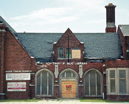 Destroyed Mark Twain Branch Library, Detroit, Michigan (foto Robert Dawson, 2011)