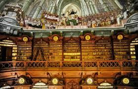 Interieurfoto bibliotheek Eger