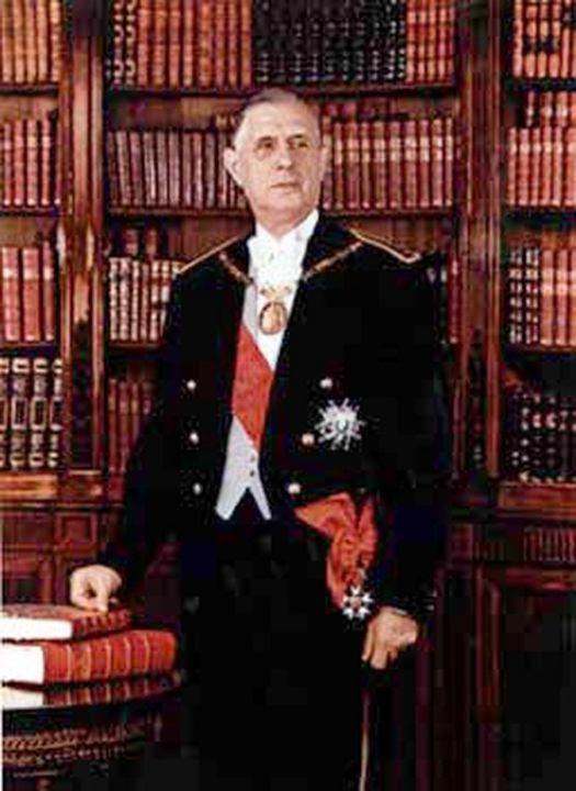 President Charles de Gaulle was de eerste die zich officieel liet fotograferen in de Elysee-bibliotheken. Gevolgd door Coty, Pompidou, Mitterand, Chirac, Sarkozy en Hollande