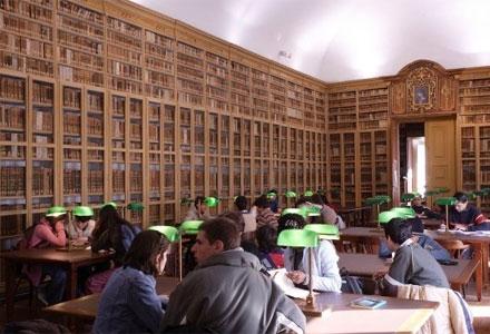 Interieur openbare bibliotheek van Evora
