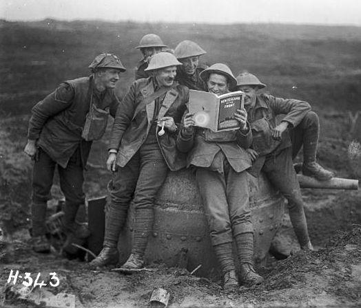 Rust aan het front met een boek
