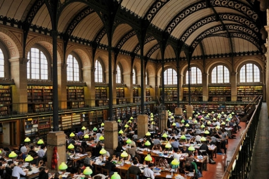 Interieur Bibliothèquye St. Geneviëve, Parijs, Frankrijk