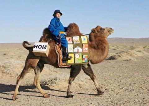 Mobiele kameelbibliotheek in deGobiwoestijn, Mongolië
