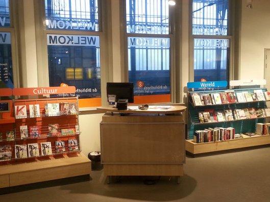 Interieur stationsbibliotheek Haarlem (Raymond Snijders)