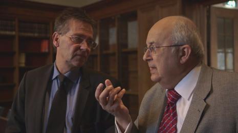 Hans van Hartevelt als toenmalig directeur van de K.I.T.bibliotheek in gesprek met de Egyptenaar professor Ismail Serageldin [met 33 eredoctoraten recordhouder], directeur van de Bibliotheca Alexandrina