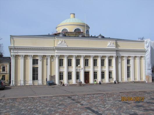 Voorgevel van nationale Bibliotheek van Finland in Helsinki