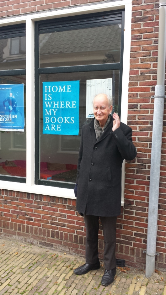 Hans Krol: gezien in Hoorn: HOME IS WHERE MY BOOKS ARE.