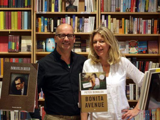 Rechts Wille van der Meer en links Arno Koek van Boekhandel Blokker