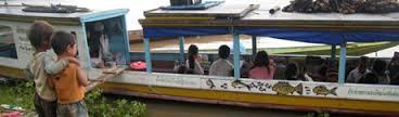 Eén van de 2 bibliotheekboten op de Mekong-rivier in Laos. Deze boekenboot speciaal voor kinderen.