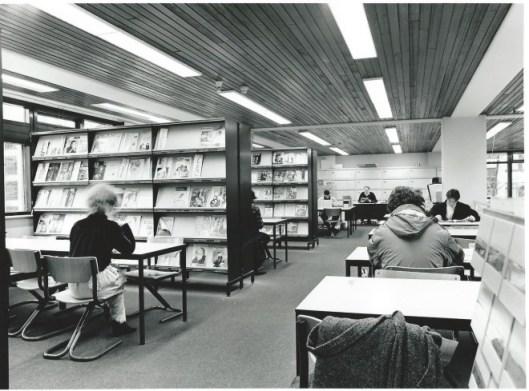 Leeszaal van de openbare bibliotheek Tilburg aan het Koningsplein na verhuizing vanuit de Willem II-straat