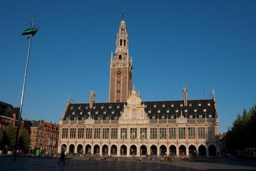 Tijdens de Tweede Wereldoorlog is de nieuwe universiteitsbibliotheek van Leuven wederom door Duitse bezetters vernietigd. Na WOII is met Marshall steun het huidige bibliotheekgebouw tot stand gekomen.
