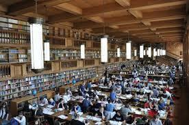 De grote leeszaal van de tegenwoordige universiteitsbibliotheek Leuven.