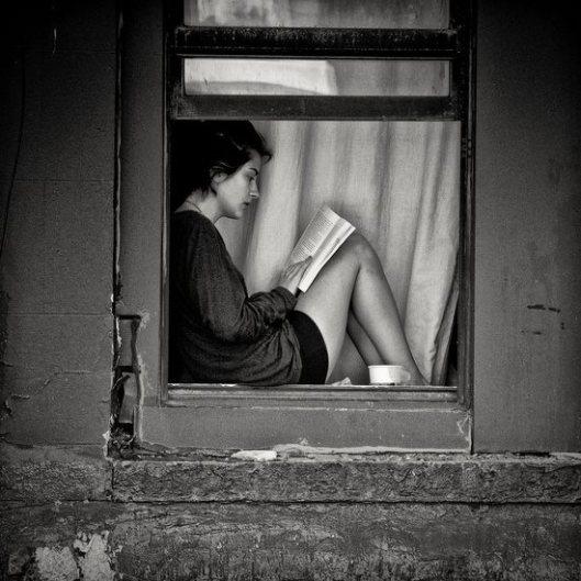 Lezen in/achter het raam (Malicia del Thora)