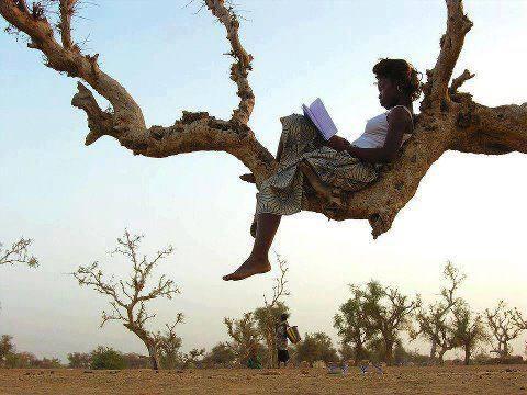 Lezen op het platteland in Afrika