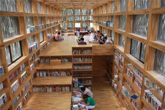 Van hout gefabriceerde Li Yuan bibliotheek, China