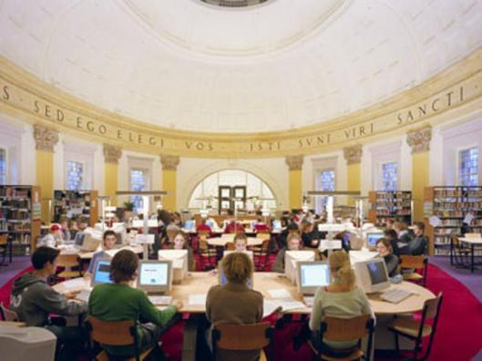 Moderne mediatheek college Hageveld Heemstede