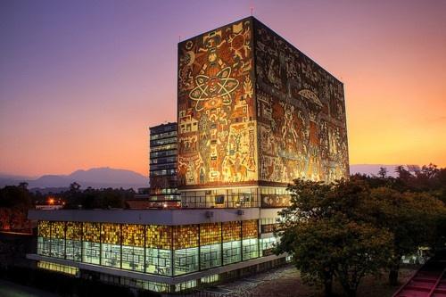 De Centrale Universiteitsbibliotheek van Mexico-stad met mozaïeken van Juan O'Gorman