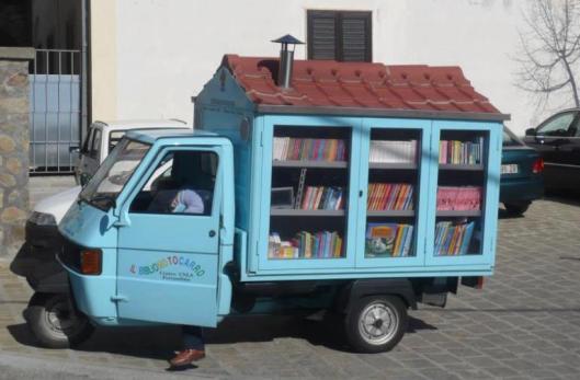 Een ambulante schoolbibliotheekwagen in Mexico (Marianna Ferrara)