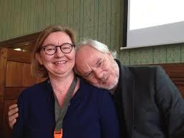 Activistisch bibliothecaresse Jeanine Deckers, werkend bij ProBiblio en Bibliotheek Bollenstreek, met haar persoonlijke superbibliothecaris Nico Dijkshoorn tijdens een bibliotheekcongres.