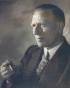 J.Nowee was schoolhoofd en assistent van een Vincentiusbibliotheek in Den Haag, waar hij ontdekte dat bij jongens veel behoefte was aan cowboyboeken