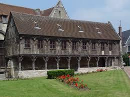 16e eeuwse kerkelijke bibliotheek in Noyon