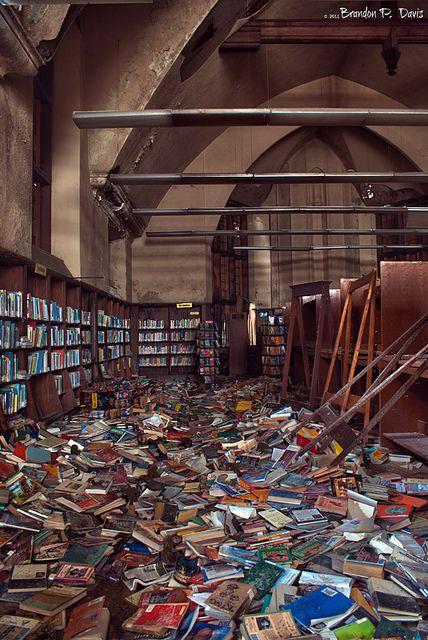 Opgeheven 'Mark Twain'-filiaal van de openbare bibliotheek in het failliete Detroit